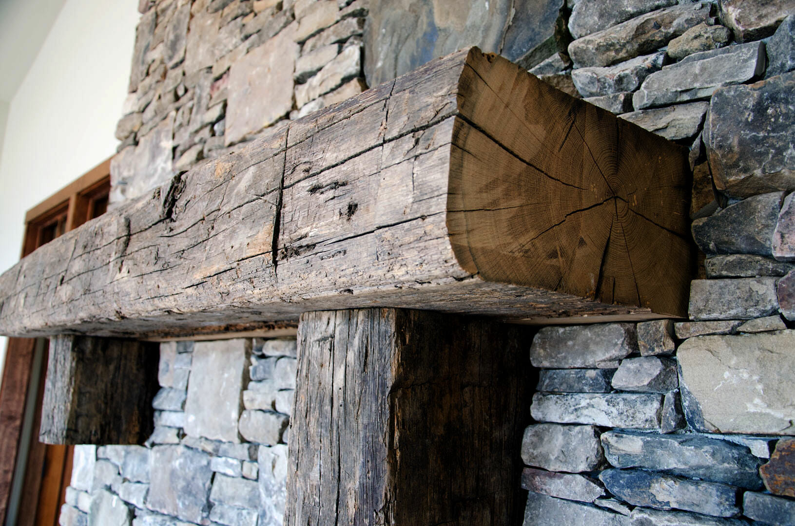 Rustic_Home_-_Int_Mantle