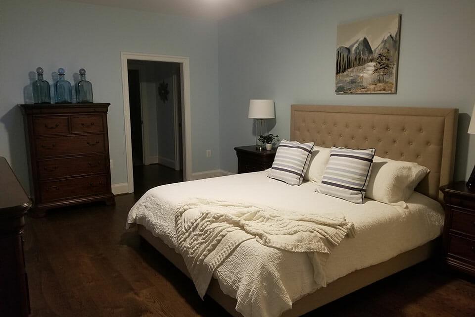 100-Bedroom-01-Master-072639