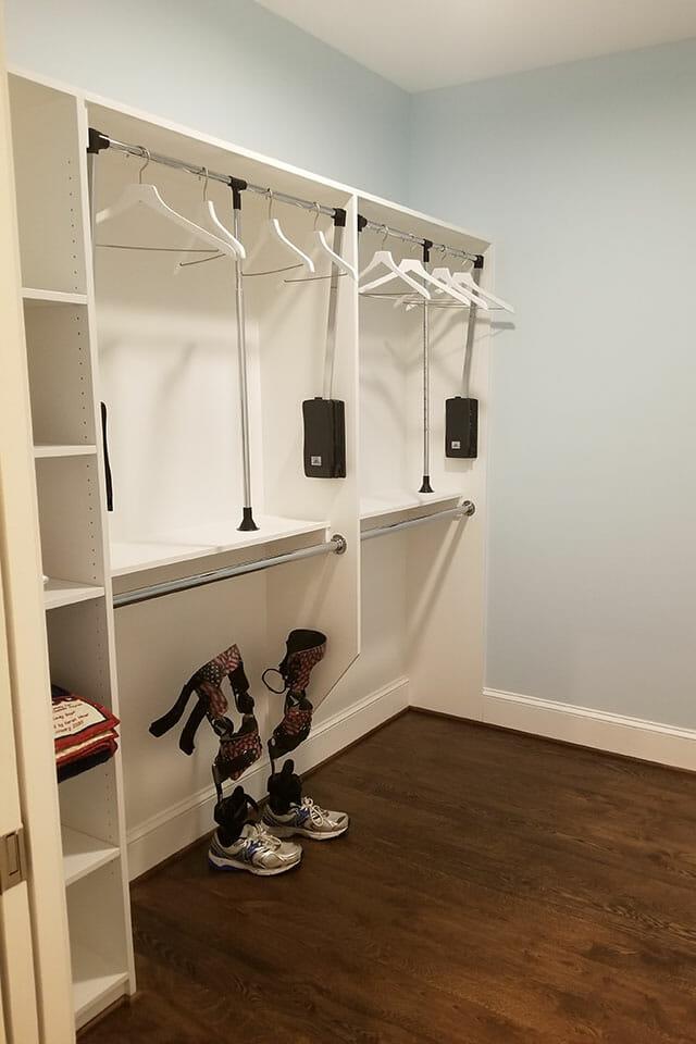 110-Bedroom-01-Master-Closet-072701