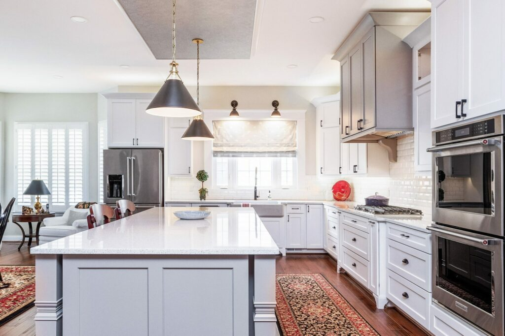 White Kitchen in Gainesville whole kitchen - Golden Rule Builders - Kitchen remodeling / Renovation